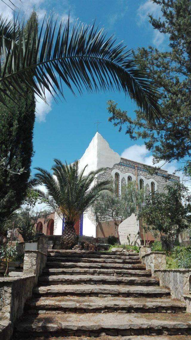 La chiesa vista dalla scala d'ingresso